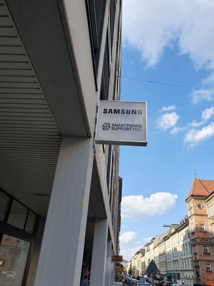 Leuchtreklame SAMSUNG Customer Service Plaza München