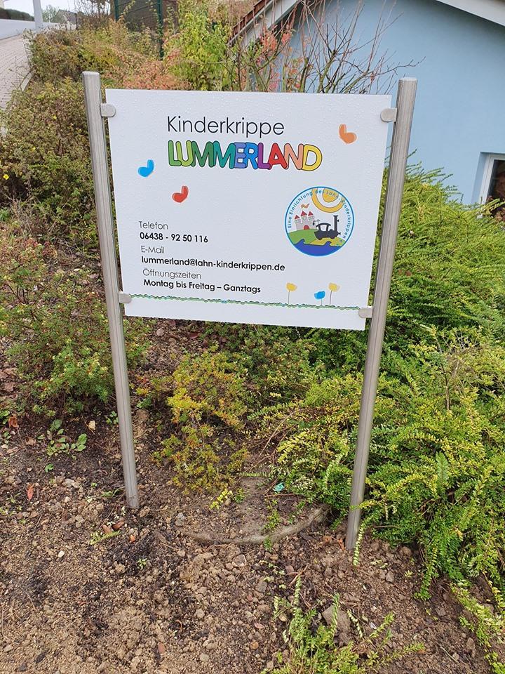 Werbeschild / Firmenschild für die Kinderkrippe Lummerland in Brechen